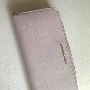 Michael kors soft pink wallet